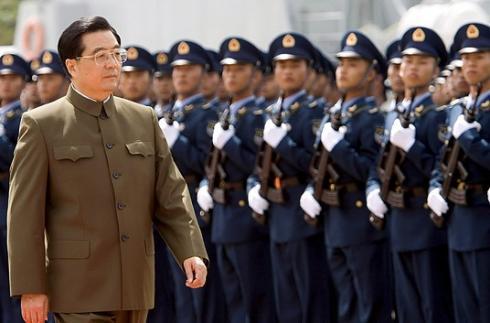 Hu Jintao reviews troops
